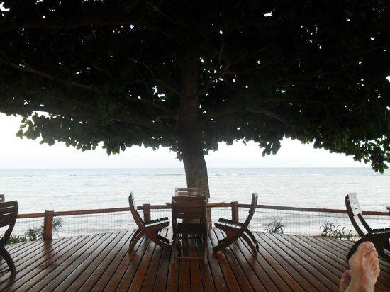Privillage Praia: descansando en las reposeras mirando el mar