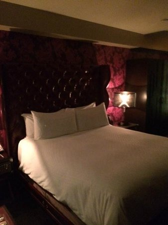 The Cromwell: Bed