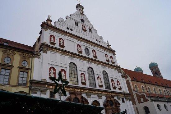 Neues Rathaus: ミュンヘン最大のクリスマスマーケット