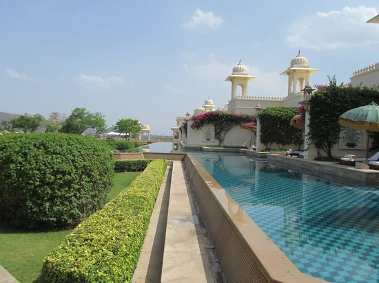 The Oberoi Udaivilas: Rooms and pool