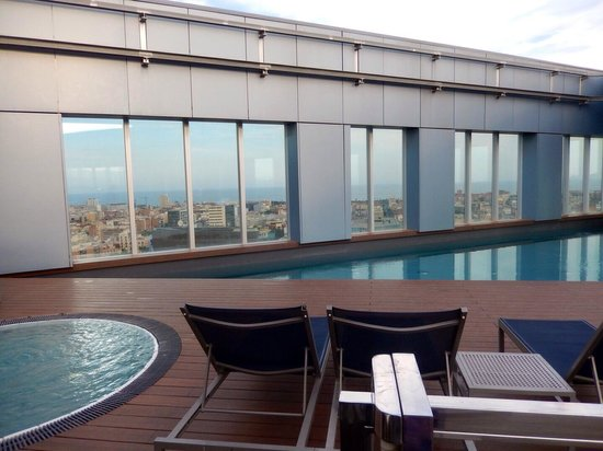 Novotel Barcelona City: Rooftop swimming pool