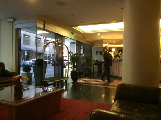 Holiday Inn Montevideo: Main entrance