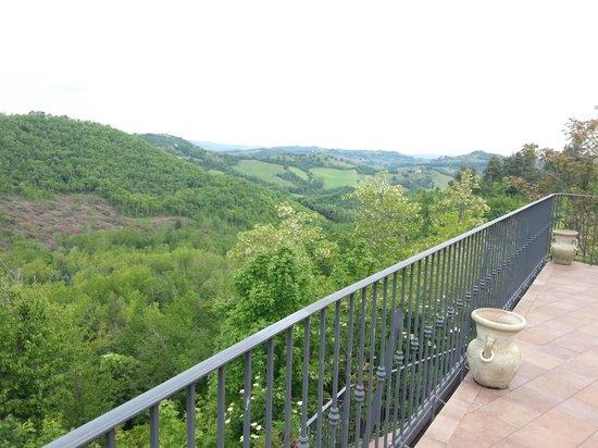 Colleverde Country House: Vista dalla zona solarium
