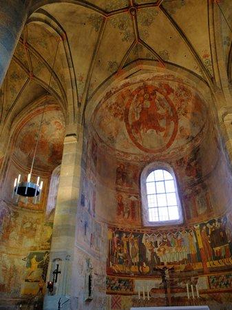 Benedictine Convent of Saint John Müstair : 幻想的な内部の様子