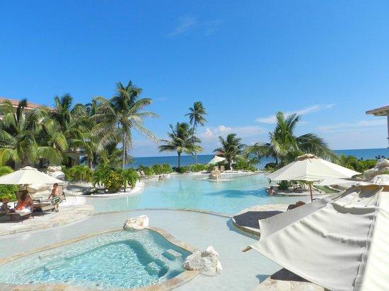 Coco Beach Resort: Pool area