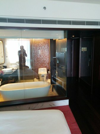 Renaissance Beijing Capital Hotel: the glass wall bathroom