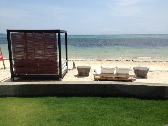 Pahuwayan Suites: Our breathtaking view of the beach form our room