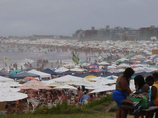 Forte Beach: Alta temporada, praia lotada!