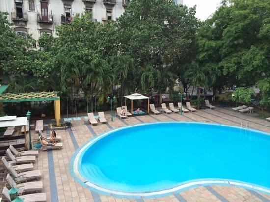 Mercure Sevilla La Habana: piscine de l'hotel Mercure Sevilla