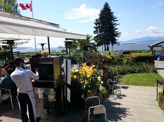 Teahouse in Stanley Park : Front garden