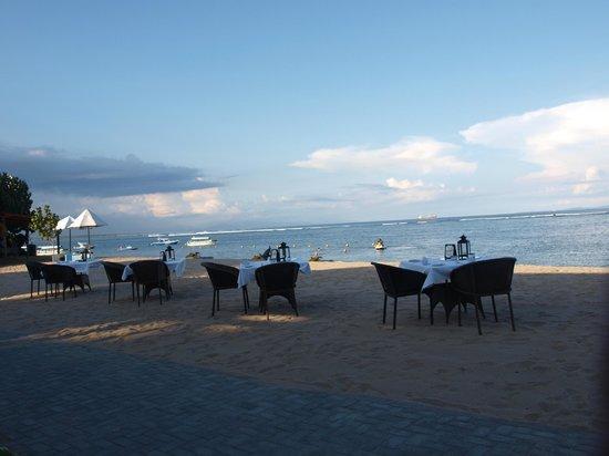 Grand Aston Bali Beach Resort: Kolacja na plaży