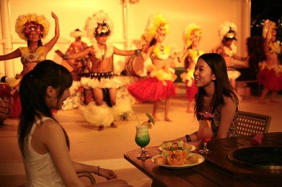 Fiesta Resort Guam: Fiesta Beachside BBQ & Cultural Show