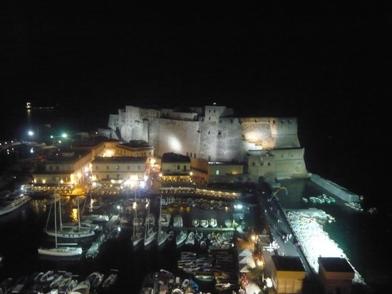 Eurostars Hotel Excelsior : The night time view over the Castel dell'Ovo from our room