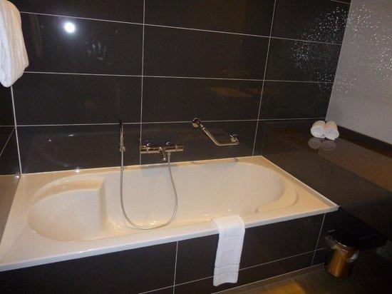 Van Der Valk Hotel Almere: Bathroom
