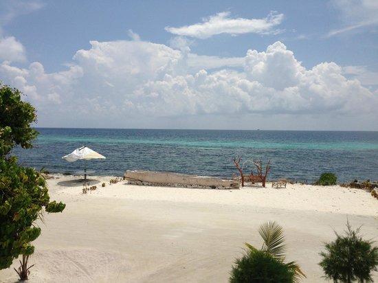 Ocean Vista Maafushi Maldives: Вид с балкона ресторана