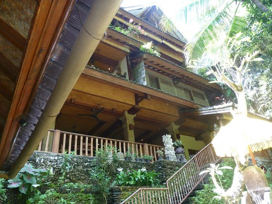 Murni's Warung: Looking up at the restaurant from the bottom level