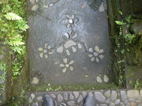 Murni's Warung: More decorative footpath