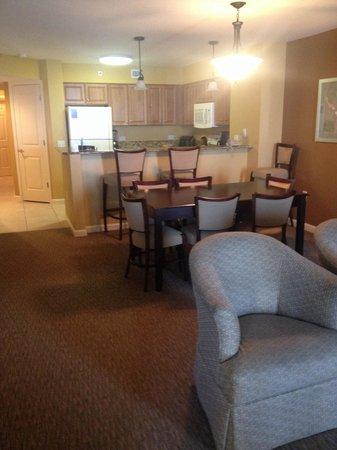 Tilghman Beach & Golf Resort : Living, dining, kitchen #1510