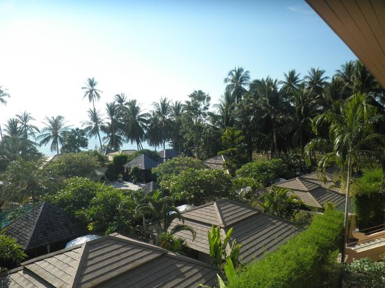 The Sunset Beach Resort & Spa, Taling Ngam: View over the resort
