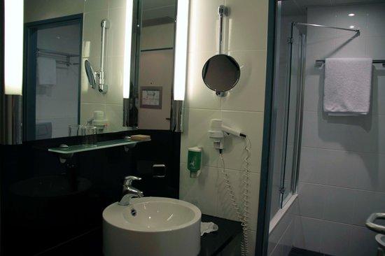 Mövenpick Hotel München Airport: Salle de bain