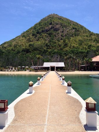 El Rio y Mar Resort: Walkway to the resort