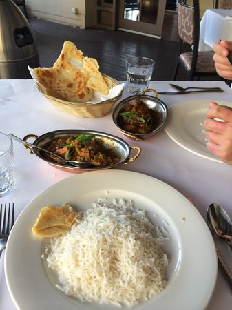 Shanker's Authentic Indian Cuisine : Navrattan Kurmah and Beef Vindaloo, added extra paratha.
