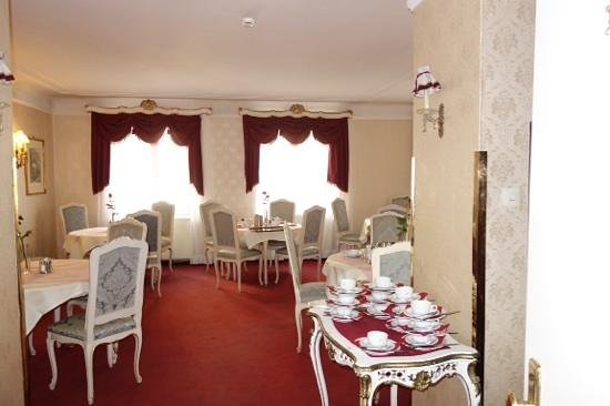 Pension Suzanne: breakfast room