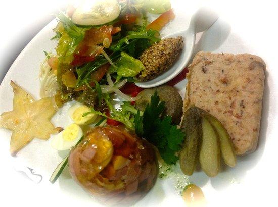 Alsace a Table: rillettes de porc et aspic de jambon, oeufs de caille - Les éphémères
