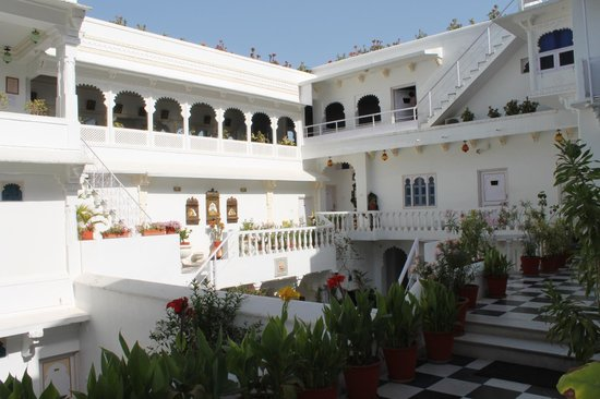 Jagat Niwas Palace Hotel: Patio central