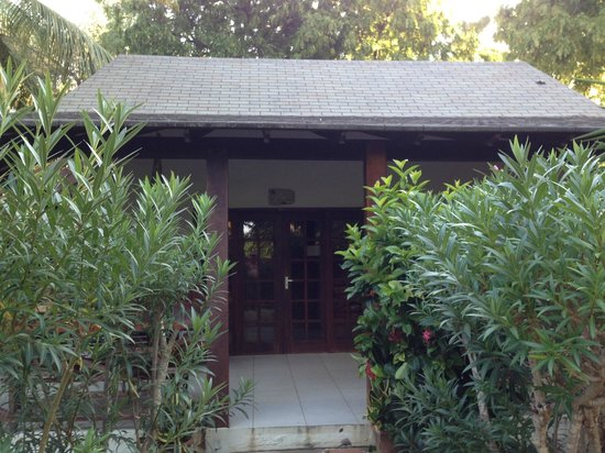 Captain Don's Habitat: 2-br cottage by lagoon are lovely and well equipped.