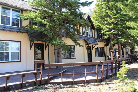 Crandell Mountain Lodge: Crandell Mtn Lodge, operated since 1940, has a historic charm about it.........