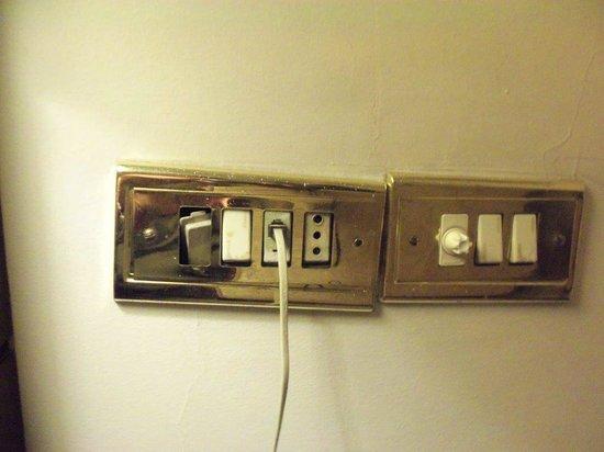 RUM Hotels - Al Waleed: Power outlet