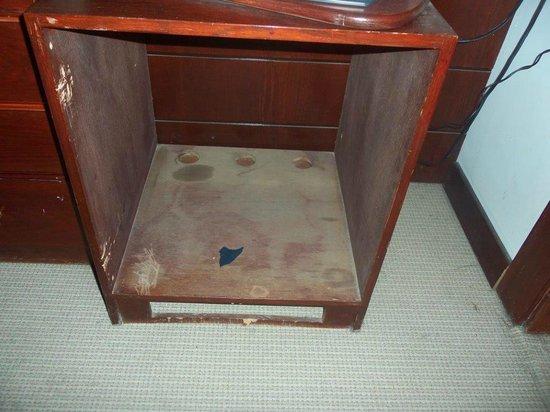 RUM Hotels - Al Waleed: Dusty cupboard