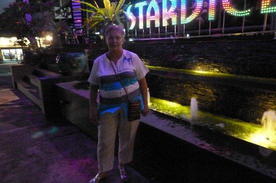 Pattaya Garden Hotel: около кафешки рядом с отелем