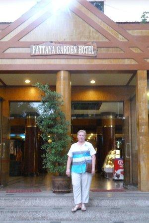Pattaya Garden Hotel: центральный вход