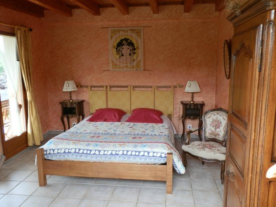 Pruzilly, France : chambre Créole 1grand lit 2 personnes