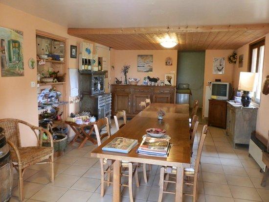 Pruzilly, France : pièce d'hôte et cuisine à disposition
