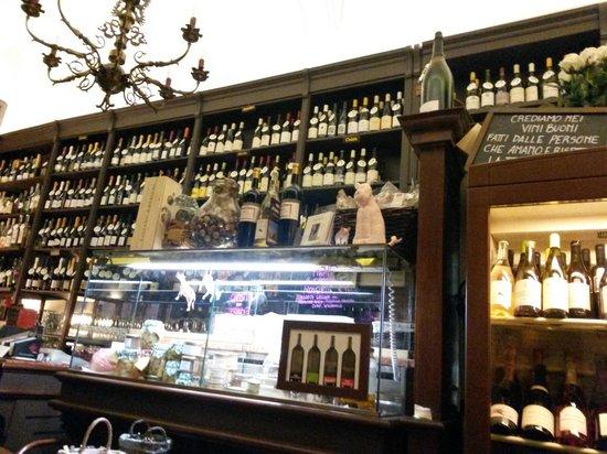 Enoteca Storica Faccioli: una collezione di vini stupenda!