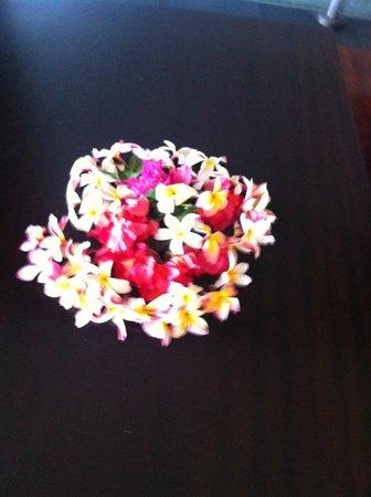 Hotel Tahiti Nui : bouquet de fleurs fraiches sur chaque table