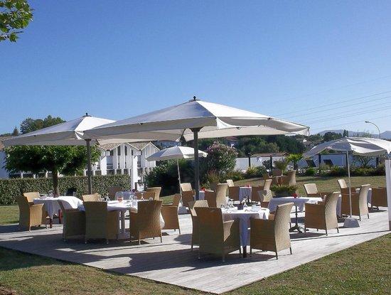 Le jardin picture of hotel donibane saint jean de luz for Hotel le jardin 07700