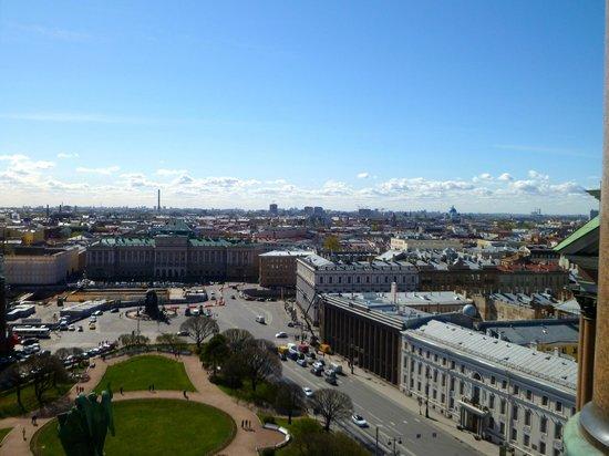 St. Isaac's Cathedral State Museum-Memorial: Vista dal colonnato della Cattedrale: scegliete una giornata di sole!