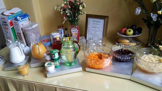 Garlands Guest House: Завтрак