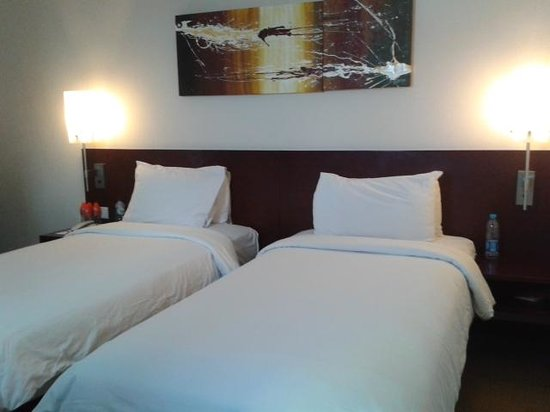 Java Paragon Hotel & Residences : Twin bed room