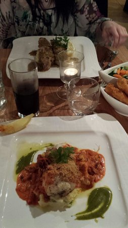 Oscar's Seafood Bistro: Mains (monkfish and ray)...well presented too