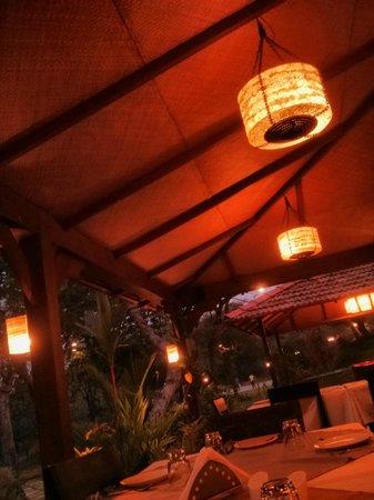 Stonewater Eco Resort : restaurant ambience