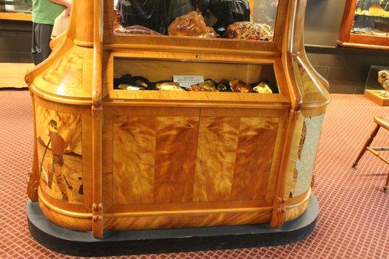 The Kauri Museum: Kauri furniture and gum