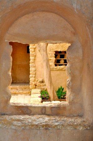 Movenpick Resort & Spa Dead Sea: Arabic curves and lines