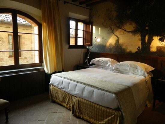 Castel Monastero: Bedroom
