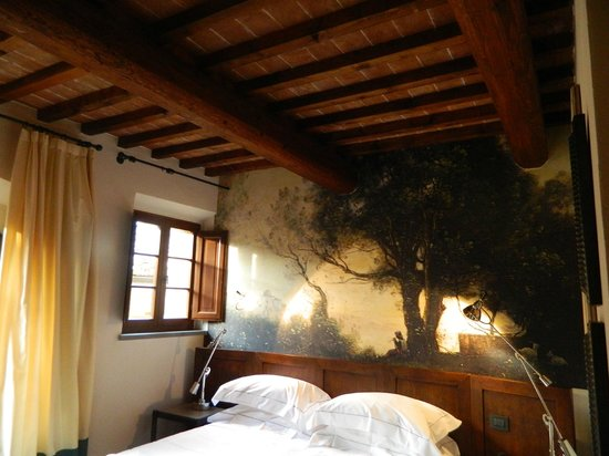 Castel Monastero: Ceiling of the bedroom
