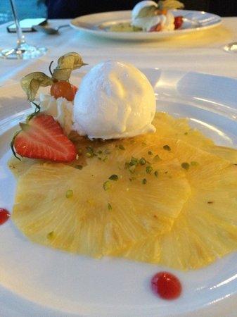 Restaurant Allegra im UTO KULM: Decent pineapple carpaccio and coconut ice cream